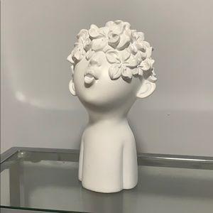 Statue/New